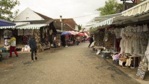 Tržnice pod hradem v obci Bran