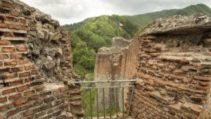 Pohled z hradu Drákuly (Catatea Poienari) na pohoří Fagaraš