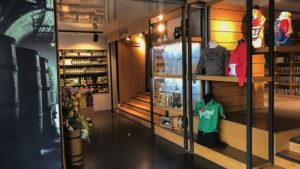Shop s upomínkovými předměty v restauraci Na Spilce