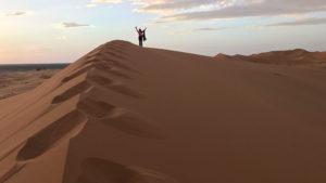 Juchající Lenka v dunách