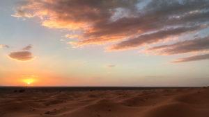 Romantický západ slunce nad Merzougou