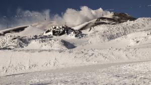 Pohled na kouřící kráter Etny z horní stanice lanovky