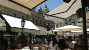 Na kávičce u kasína v Monacu