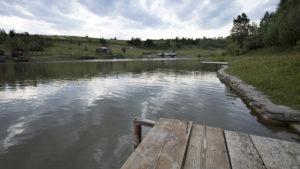 V kempu Turjanský dvůr u jezera