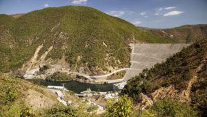Hráz přehrady na řece Drin