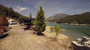 Krásné zátiší u jezera při cestě na východ země