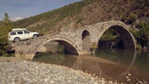 Osmanský most přes řeku Lumi Shkumbin
