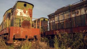 Odstavené lokomotivy na nádraží ve městě Perrenjas