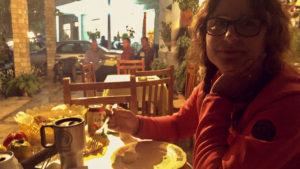 Bezkonkurenčně nejdražší večeře v Albánii, na náměstí v obci Gjerbes