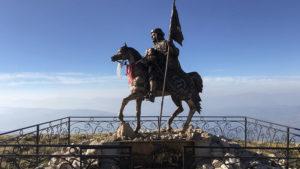 Jezdecká socha Tomorriho s dítětem