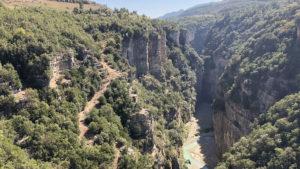Pohled do kaňonu řeky Osum