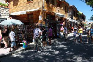 Obchody se suvenýry na poloostrově Nessebar