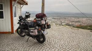 Na akropoli nad městem Bergama je možné vyjet a přijet tak až k pokladnám