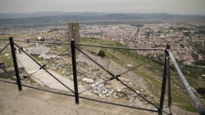 Výhlad na město Bergama z Akropole