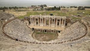 Krásný a zachovalý amfiteátr v Pamukkale