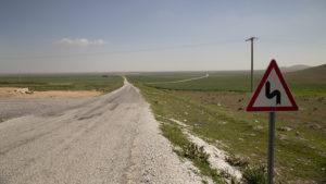 Každý řidič hned na první pohled vidí, že silnice je samá serpentýna. Značka je myslím zbytečná