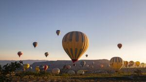 Ranní přehlídka horkovzdušných balónů