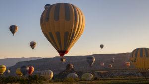 Ráno mi nad stanem létaly desítky horkovzdušných balónů