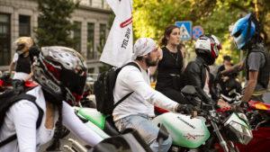 Průvodu se účastnily university, různá sdružení, ale i motorkáři na všech možných strojích