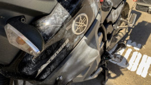 Na motorce do rána zůstaly jen čmouhy od daktiloskopického prášku, kterým policajti natřeli snad celou motorku!