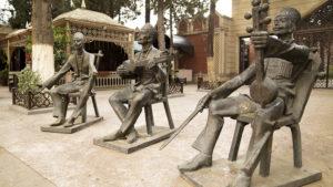 Toto sousoší hudebníků na hlavní třídě města Gandža mě zaujalo!