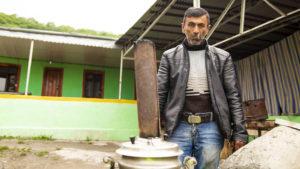Když jsem si kemp přišel vyfotit, vyšel z jedné chatky tento pán a nabízel mi čaj. Tentokrát jsem odmítl a pána jsem si na odchodu vyfotil.