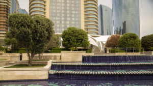 Oproti ostatním místu v zemi je Baku lesk a přepych! I když zdaleka to neplatí pro celé město, naopak!