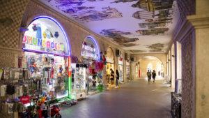 Při procházce starým centrem města Baku jsem narazil na takovéto krásně nasvícené podloubí.