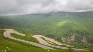 Můj první pokus o výlet do hor se nepotkal s dobrým počasím. Mraky se honily a netrvalo dlouho a spustil se i déšť.