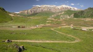 Pohled na hory z lyžařského areálu Shahdag.