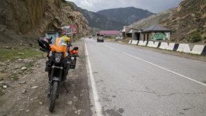 Zatím jsem projížděl jen údolími a zhruba v těchto místech ten den začalo poprvé pršet.