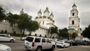 V letech 1588 až 1589 se zatím dřevěný Astrachaňský kreml dočkal přestavby na kamenné opevnění s osmi věžemi.