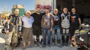 Zleva: Rus, se kterým jsem jel na hranice, uncle Lesha, dva Rusové, Radek, já a Ital.