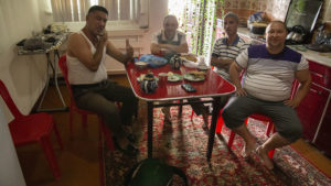 Snídaně s ubytovanými Uzbeky ve městě Kongrad.