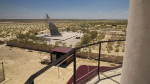 Vyhlídka z majáku na dno Aralského moře.