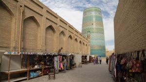 Pohled na nedostavěný minaret Kalta Minor z druhé strany.