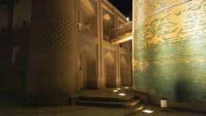 Nedostavěný minaret Kalta Minor a vedlejší madrasa.